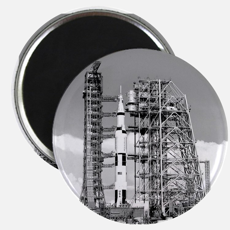 Saturn V Magnet