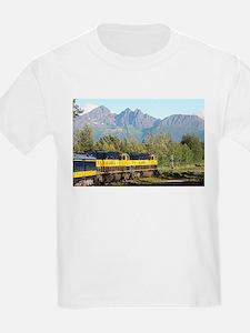 Alaska Railroad locomotive engine & mounta T-Shirt