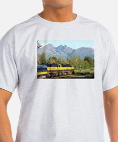 Alaska Railroad locomotive engine & mounta T-Shirt