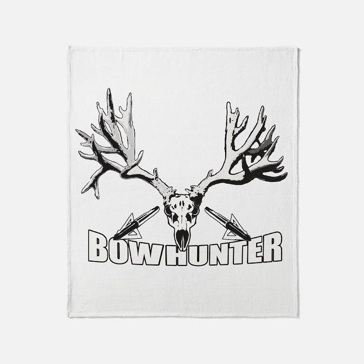 Bowhunter buck 14 Throw Blanket