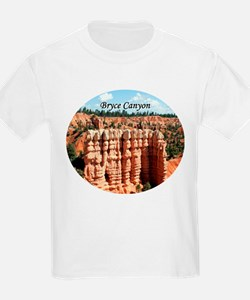 Bryce Canyon, Utah, USA (oval caption) T-Shirt