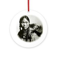 Eskimo Mom Ornament (Round)