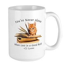 Kitten lost in books Mugs
