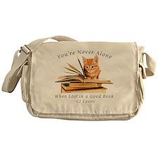 Kitten lost in books Messenger Bag