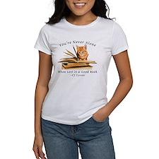 Kitten lost in books T-Shirt