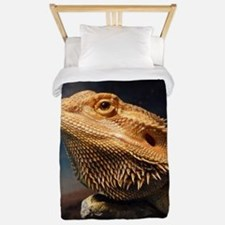 .young bearded dragon. Twin Duvet