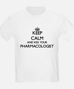 Keep calm and kiss your Pharmacologist T-Shirt