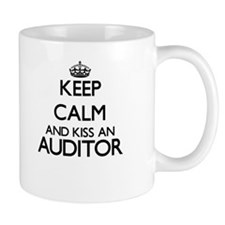 Keep calm and kiss an Auditor Mugs