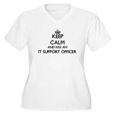 Keep calm and kiss an It Support Plus Size T-Shirt