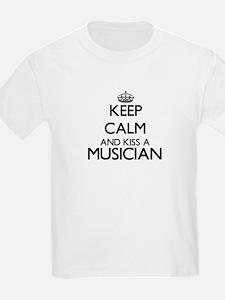 Keep calm and kiss a Musician T-Shirt