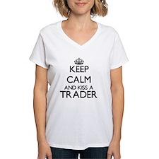Keep calm and kiss a Trader T-Shirt