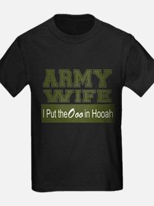 Army Wife Ooo in Hooah_Green T-Shirt