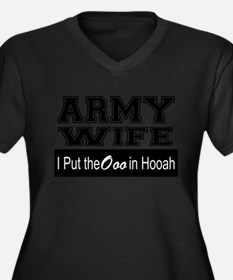 Army Wife Ooo in Hooah_Black Plus Size T-Shirt