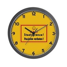 Halt Staatsgrenze! West-Berlin Wall Clock