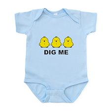 Funny Chicks dig me Infant Bodysuit
