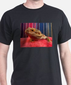 bearded dragon on red T-Shirt