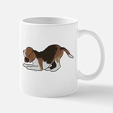beagle playing Mugs