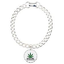 Kiss me I'm highrish Bracelet