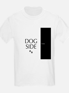 dog side 8 black white T-Shirt