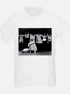 vintage laundry cat black white photo T-Shirt