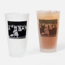 vintage laundry cat black white pho Drinking Glass