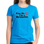 Kiss me I'm a brunette Women's Dark T-Shirt