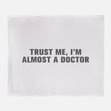Trust me I m almost a doctor-Akz gray Throw Blanke