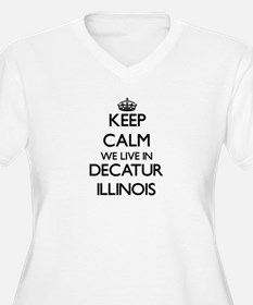 Keep calm we live in Decatur Ill Plus Size T-Shirt