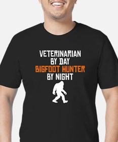 Veterinarian By Day Bigfoot Hunter By Night T-Shir
