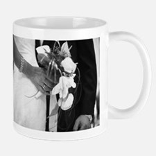 Bride and groom holding black and white weddi Mugs