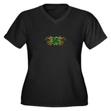 TRIBAL CLOVER APPLIQUE Plus Size T-Shirt