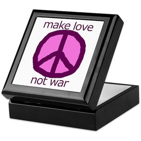 Make love. Not war. Keepsake Box