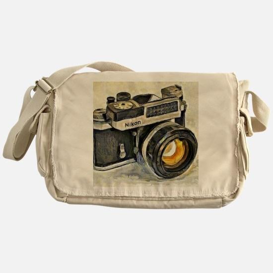 Vintage SLR camera with selenium met Messenger Bag