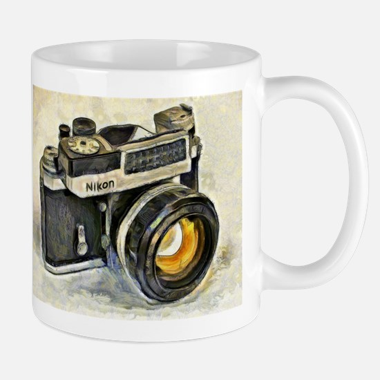 Vintage SLR camera with selenium meter Mugs