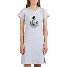 Bigfoot Researcher (Distressed) Women's Nightshirt