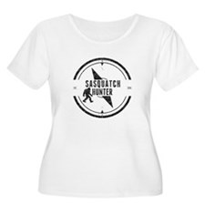 Sasquatch Hunter (Distressed) Plus Size T-Shirt