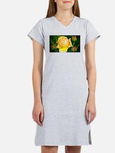 Beautiful Yellow and Red Roses Women's Nightshirt