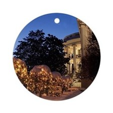 White House Christmas Lawn Decora Ornament (Round)
