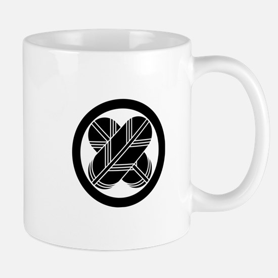 Intersecting hawk feathers in circle Mugs