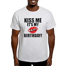 Kiss Me Its My 33rd Birthday! T-Shirt