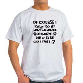 Of Course I Talk To My Asian Cat Des T-Shirt