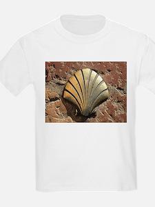 Gold El Camino shell sign, pavement, Leon, T-Shirt