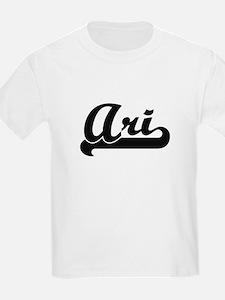 Ari Classic Retro Name Design T-Shirt