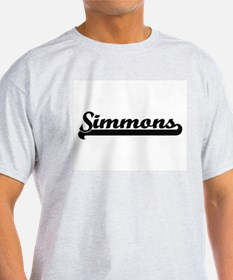 Simmons surname classic retro design T-Shirt