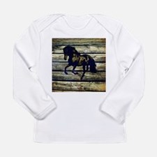 barn wood black horse Long Sleeve T-Shirt