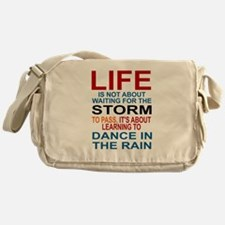 LIFE IS NOT ABOUT WAITING FOR THE ST Messenger Bag