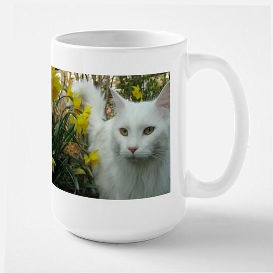 maine coon in daffodils Mugs