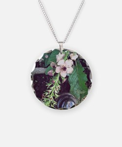 Flowers and a vintage insula Necklace