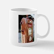 N tane antique gas pump. Mugs