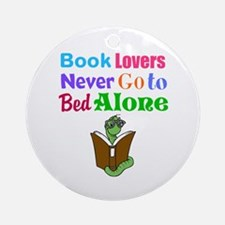 Bookworm Lovers Round Ornament